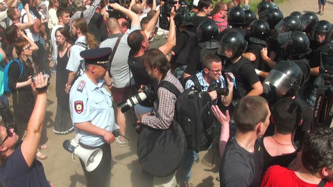Police disperse people at the rally Footage