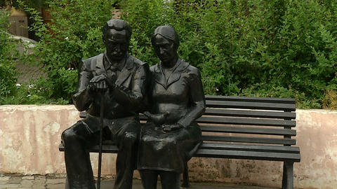 Sculpture of a man and a woman on the bench Stock Video Footage