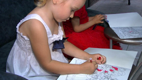 Little girls draw Stock Video Footage