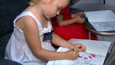 Little girls draw Stock Video Footage