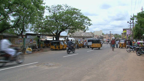 Tuk Tuks down the street in Madurai, India Stock Video Footage