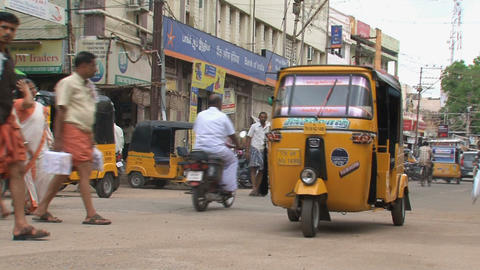 Busy street with a tuk tuk and a busy crowd Stock Video Footage