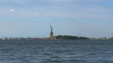 Zoom out from the water to The Statue of Liberty Stock Video Footage