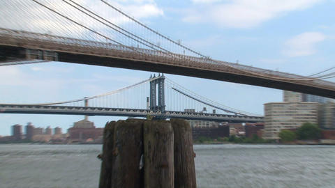 Manhattan bridge zoom out between the brooklyn bri Stock Video Footage