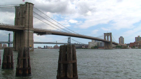 Manhattan bridge zoom out between the brooklyn bri Footage