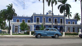 Cienfuegos Oldtimer in front of immigration buildi Footage