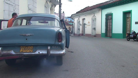 Cuba Sancti Spiritus Oldtmer starts engine Stock Video Footage
