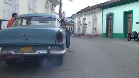 Cuba Sancti Spiritus Oldtmer starts engine Stock Video Footage