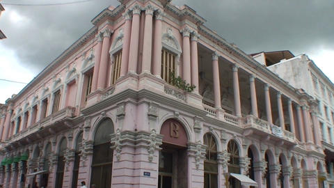 Colonial building tilt down Stock Video Footage