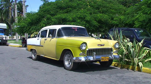 Varadero oldtimer on the street Stock Video Footage