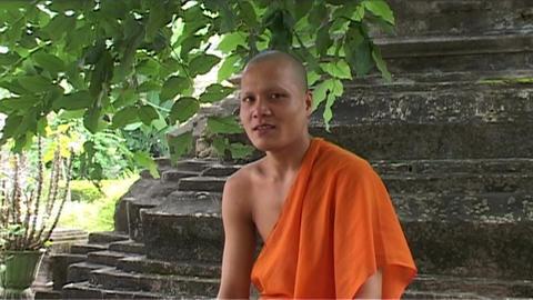 Wat Si Saket temple, monk smiling Stock Video Footage