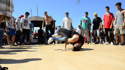 B-Boying crews warmup Live Action