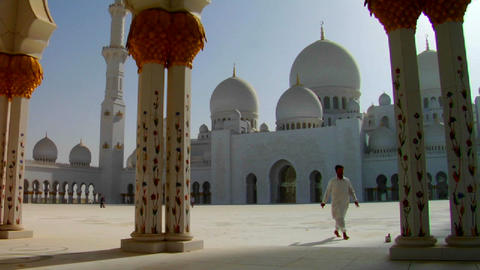 The beautiful Sheikh Zayed Mosque in Abu Dhabi, Un Footage