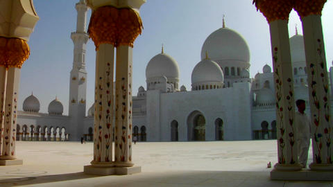 The beautiful Sheikh Zayed Mosque in Abu Dhabi, Un Stock Video Footage