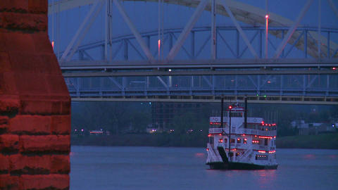 A riverboat passes under the bridges of Cincinnati Stock Video Footage