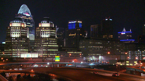 An establishing shot of Cincinnati Ohio at night w Stock Video Footage