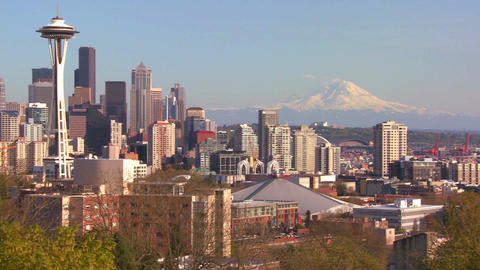 Panning shot of the Seattle skyline on a beautiful Stock Video Footage