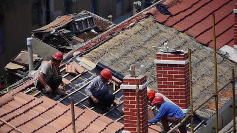builder repair roof under burning sun Animation