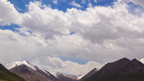 Clouds in the mountains. River Valley Tuz Stock Video Footage