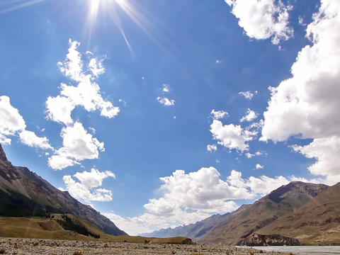 Clouds and sun in the mountains. Kirgystan, centra Stock Video Footage