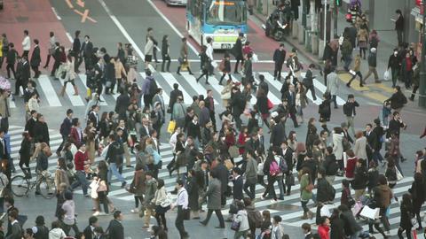 Crowd crossing street in Japan Stock Video Footage