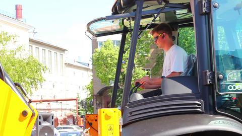 man operates an excavator Stock Video Footage