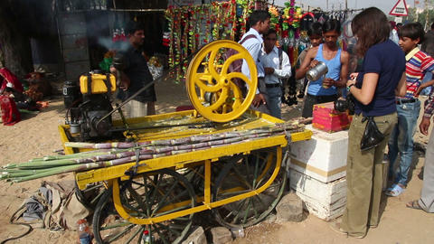 machine press fresh juice from sugar-cane in india Stock Video Footage
