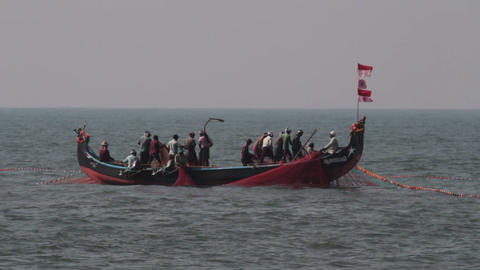 fishermen in boats pulling fishing nets - Kerala I Stock Video Footage