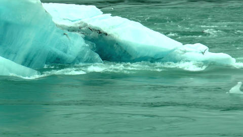 melting iceberg in water stream at joekulsarlon ou Stock Video Footage