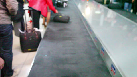 Airport baggage belt with moving luggage (no focus Stock Video Footage