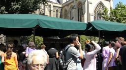 Navigating through crowded Borough Market near Southwark... Stock Video Footage