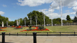 The Queen Victoria Memorial of Buckingham Palace ( Stock Video Footage