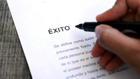 Circling Success with a pen (In Spanish) Stock Video Footage
