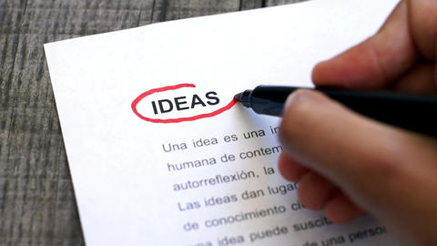 Circling Ideas with a pen (In Spanish) Stock Video Footage