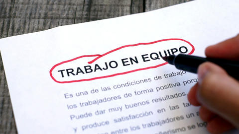 Circling Teamwork With A Pen (In Spanish) stock footage