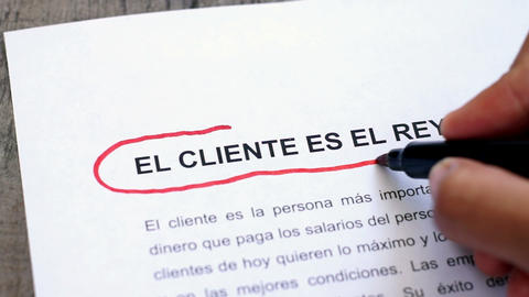 Circling Customer is king with a pen (In Spanish) Footage