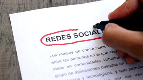 Circling Social Media with a pen (In Spanish) Footage