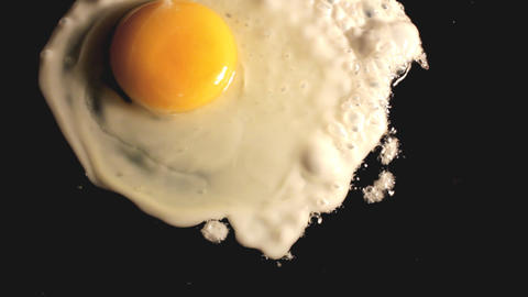 fried egg on black pan - timelapse Stock Video Footage