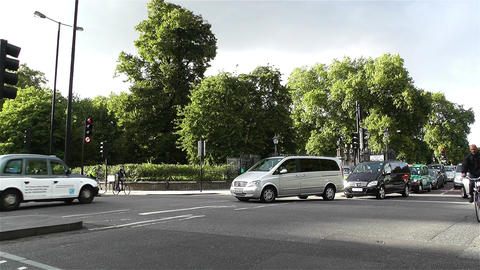 Hyde Park London Kensington Road 25 handheld Stock Video Footage