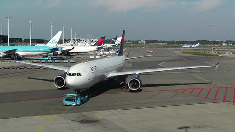 Schipol Airport Amsterdam 10 delta airlines Stock Video Footage