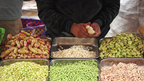 Maize Peeling Loja Market Live Action