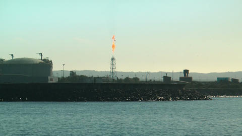 damping oil gas flare in petroleum refinery in sin Stock Video Footage