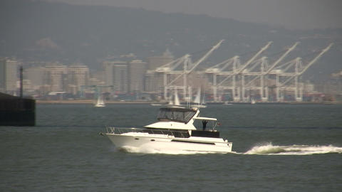 Yacht motors across the sunny San Francisco Bay Stock Video Footage