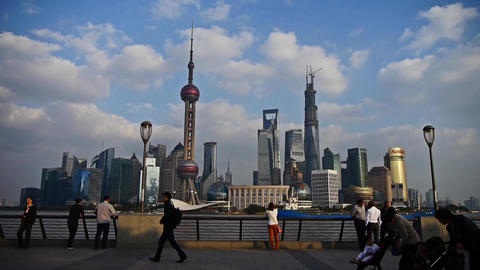 time lapse,Shanghai Lujiazui financial center,Tourists play in huangpu river Animation