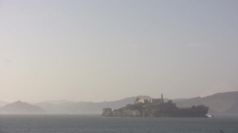 Shot of Alcatraz Island on a hazy day ビデオ