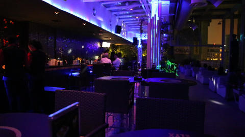 a shot inside the popular view sky bar in the G to Live影片