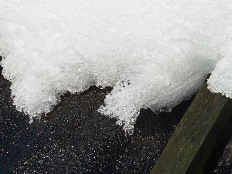 On the roof of the snow melts. Time Lapse. 640x480 Footage