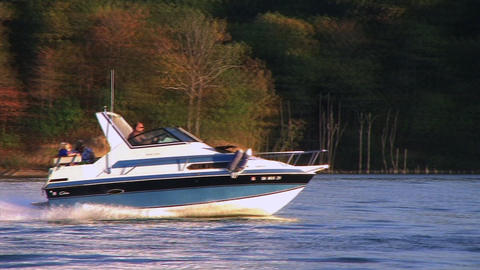 Speedboat on Lake lizenzfreie Videos