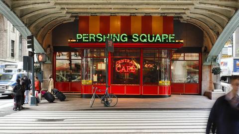 Street Crossing and Café on 42nd Street near Gran Footage