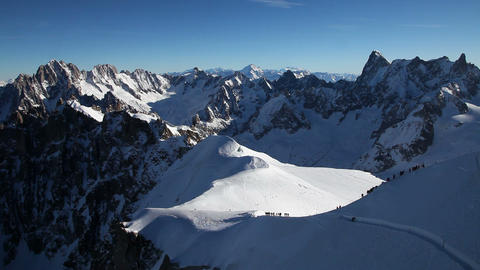 Skiers at the start of the Aiguille du midi, Chamo Live Action